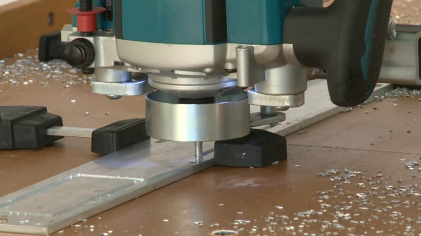 Cutting aluminium with a router