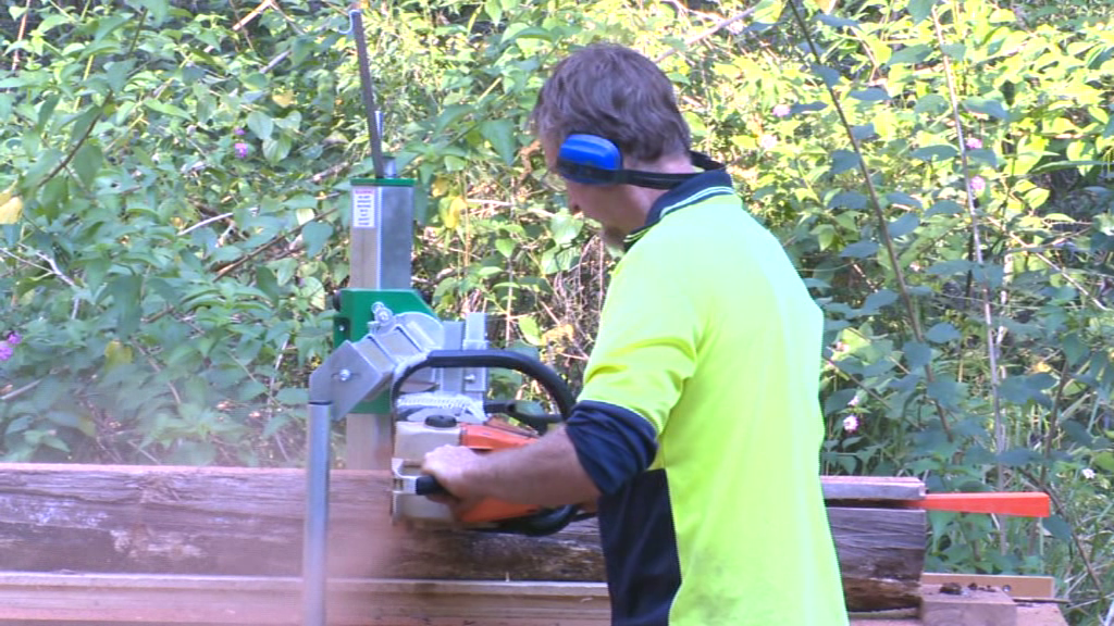 Milling a log with a chainsaw