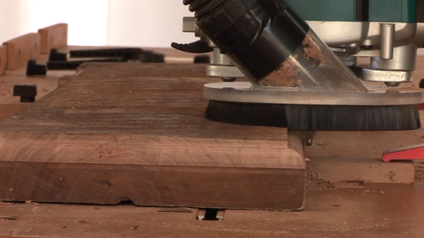 Shaping timber corners with a router